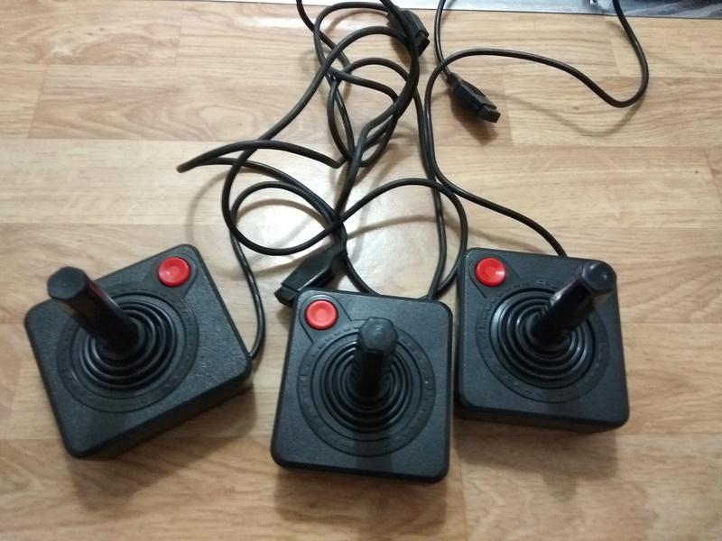 Deux Atari 2600 en plus dans la collection ! Img_2017