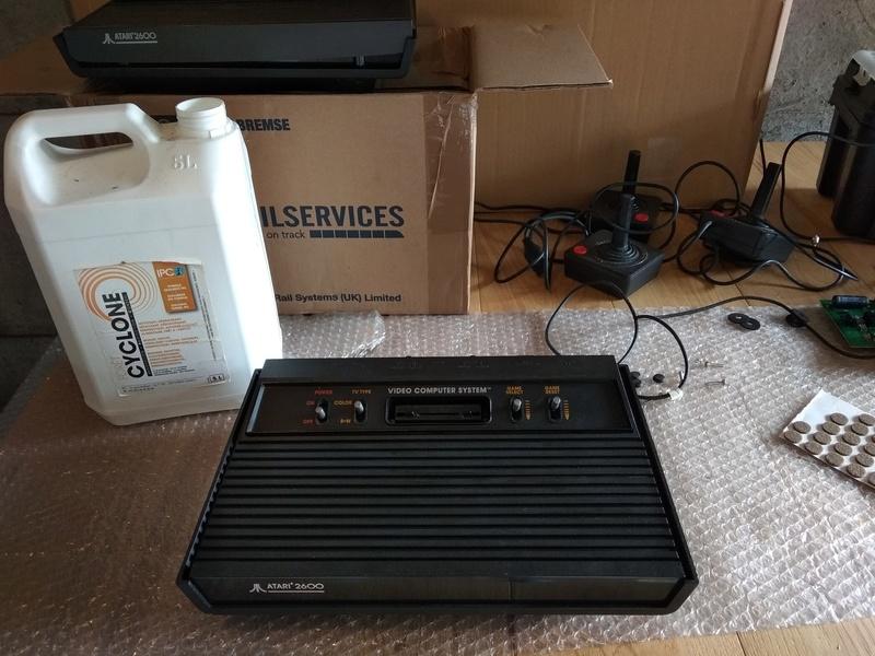 Deux Atari 2600 en plus dans la collection ! Img_2022