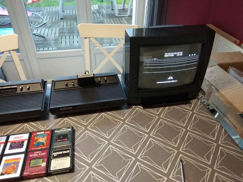 Deux Atari 2600 en plus dans la collection ! Img_2026
