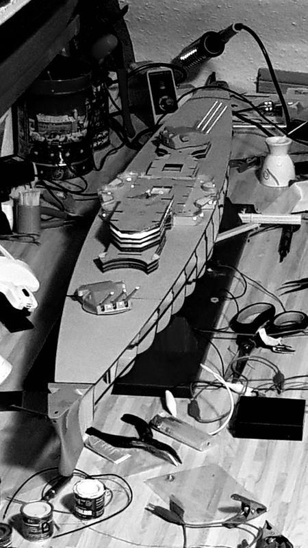Die Scharnhorst von Hachette in 1/200 mit Licht gebaut von Kai1404 Comp_189