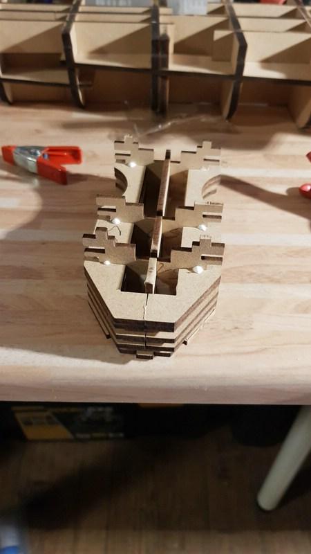 Die Scharnhorst von Hachette in 1/200 mit Licht gebaut von Kai1404 Comp_248