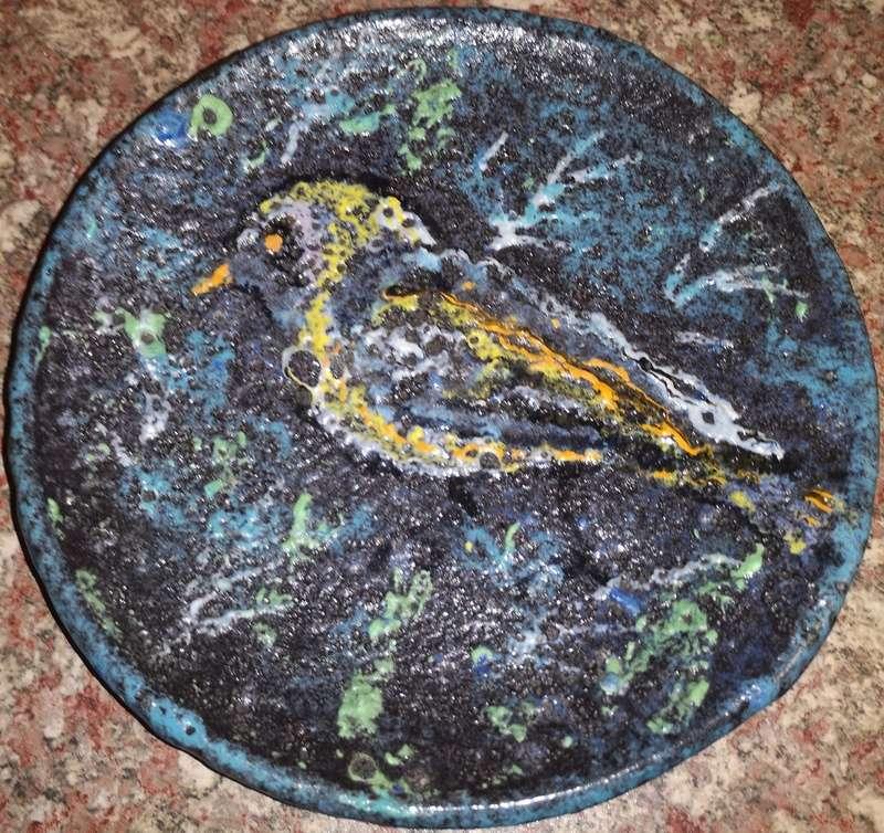 Help id signature/maker on unusual plate Img_2011