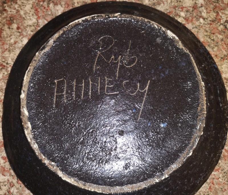 Help id signature/maker on unusual plate Img_2012