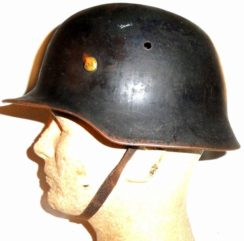 Faux casque allemand? Uk_ger10