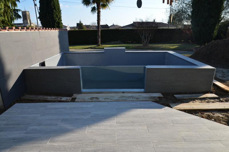 Vivier (bassin) de 15 m3 pour Koï,  en blocs à banchés, mode gravitaire, semi hors de 600 Dsc_2510