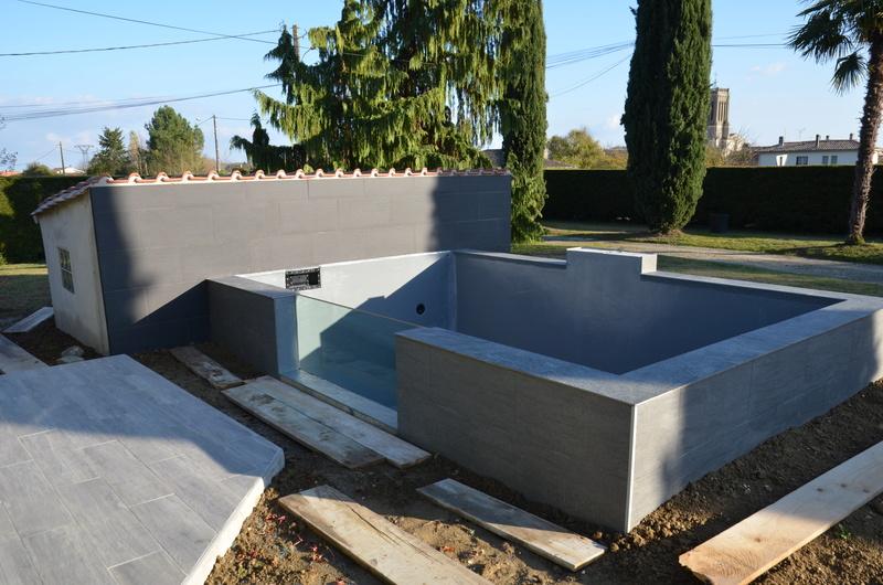 Vivier (bassin) de 15 m3 pour Koï,  en blocs à banchés, mode gravitaire, semi hors de 600 Dsc_2511