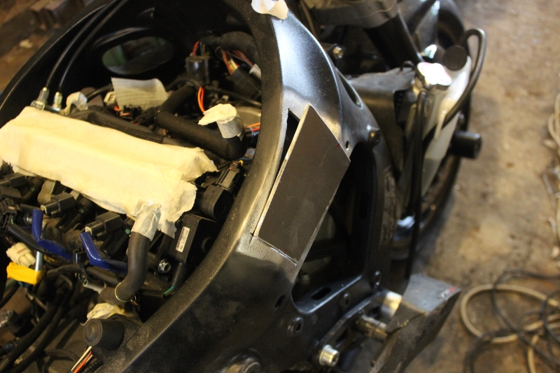 Réparation d'un cadre alu de 1 000 GSX/R Ph06_i42