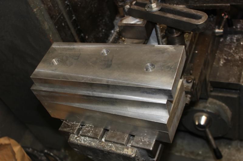 Tés de fourche taillés dans la masse Ph09_i39