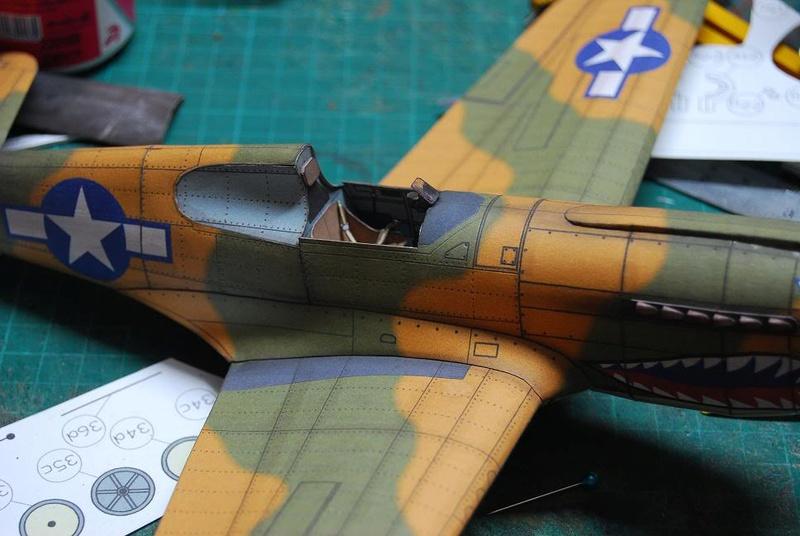 Curtiss P-40 Warhawk (l'échelle à peu pres de 1/25)  Cur210