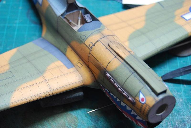 Curtiss P-40 Warhawk (l'échelle à peu pres de 1/25)  Cur410