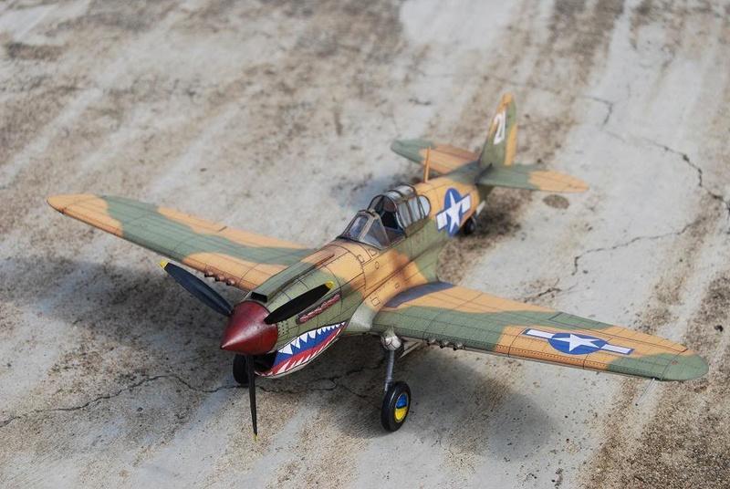 Curtiss P-40 Warhawk (l'échelle à peu pres de 1/25)  Dsc_0311
