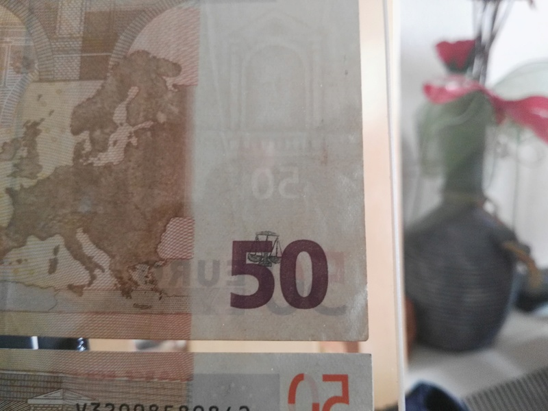 Billete de 50€ con marca de agua diferente. Img_2011