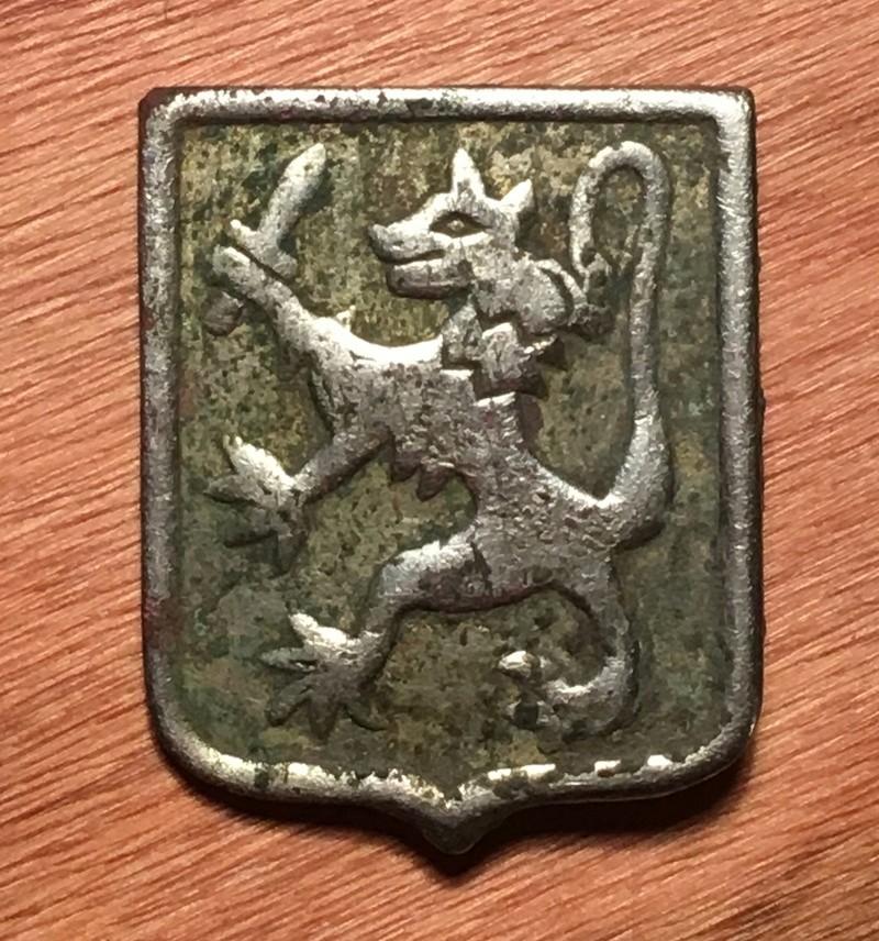 Medalla con animal y espada Img_7910