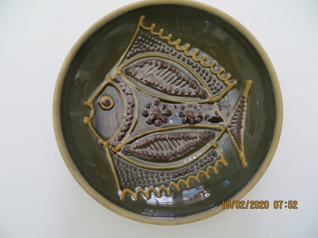 Slipware dish with fish design - Cyprus Img_4917