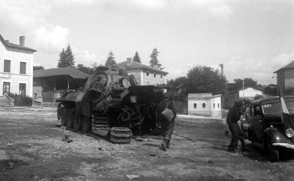 Photos de chars allemands détruits à la bataille de Meximieux le 1/09/1944 1998_112