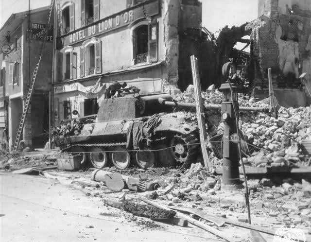 Photos de chars allemands détruits à la bataille de Meximieux le 1/09/1944 Lion_d10