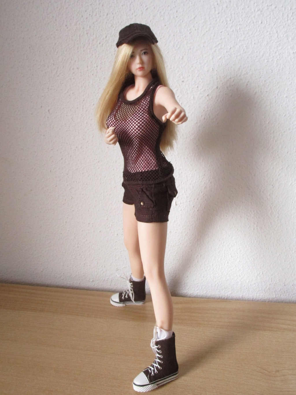 tbleague - NEW PRODUCT: TBLeague: 1/6 Female Super-Flexible Seamless Body S34 & S35 (with head sculpt) & 34A & 34A (without head sculpt) - Page 4 Img_4410