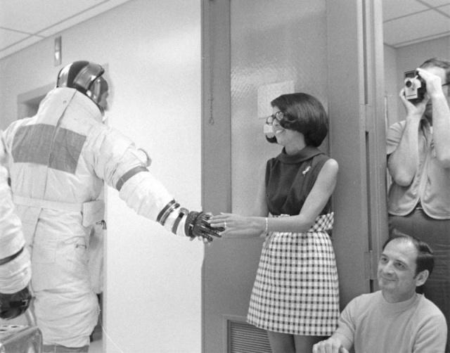 Apollo 13 (1970) - Page 4 A13lov10