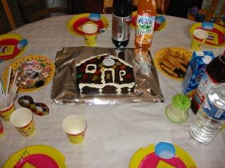 voici la photo du gâteau rigolo ....; 173-7310