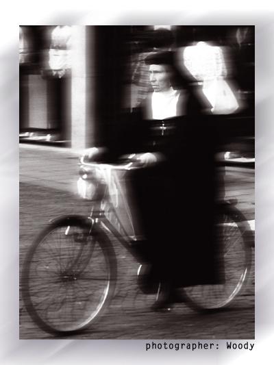 Après la burqa et le niqab au volant, le k-way bientôt interdit? Velow410