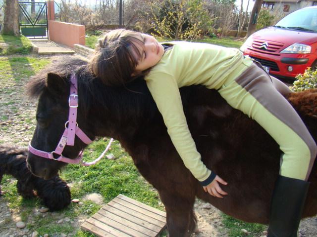 KIWI et CAPUCINE (décédée) - ONC poney présumées nées en 1990 - adoptées en octobre 2008 par caro38 - Page 2 Dsc07110