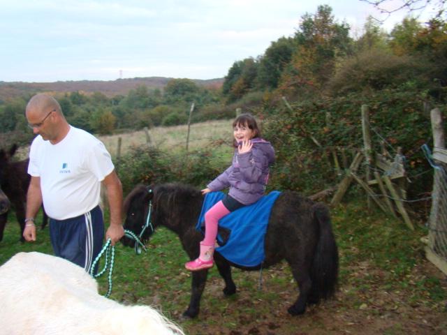 KIWI et CAPUCINE (décédée) - ONC poney présumées nées en 1990 - adoptées en octobre 2008 par caro38 - Page 2 Dsc09515