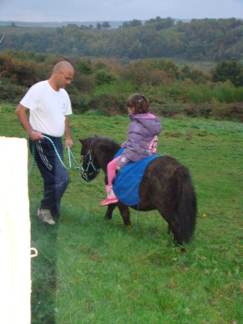 KIWI et CAPUCINE (décédée) - ONC poney présumées nées en 1990 - adoptées en octobre 2008 par caro38 - Page 2 Dsc09516