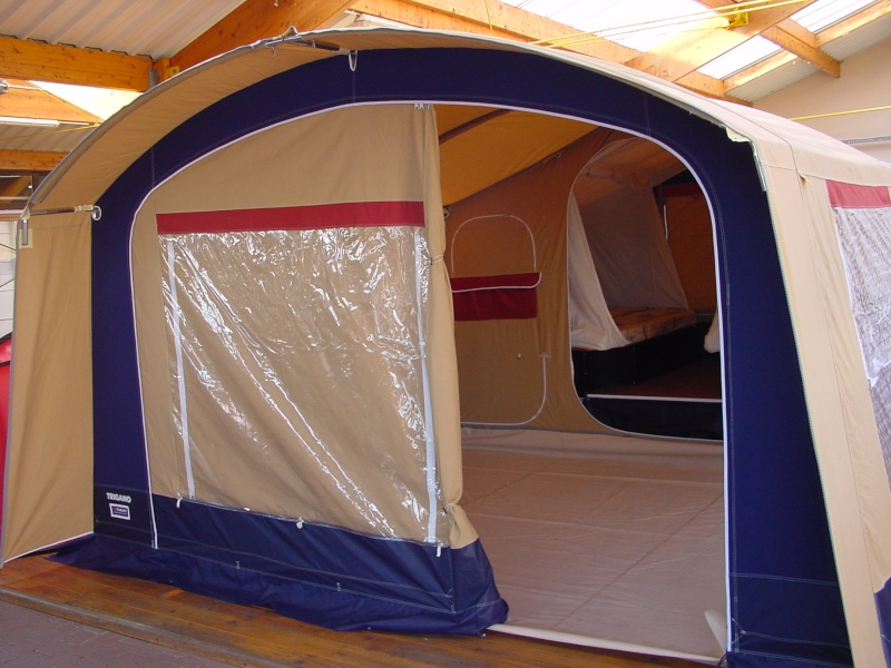 Exposition tentes et pliantes chez latour Galleo10