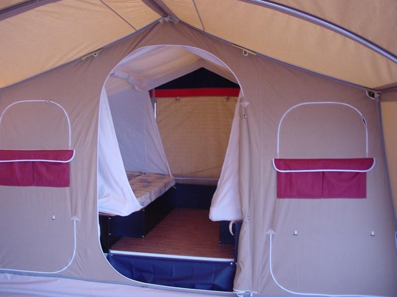 Exposition tentes et pliantes chez latour Galleo12