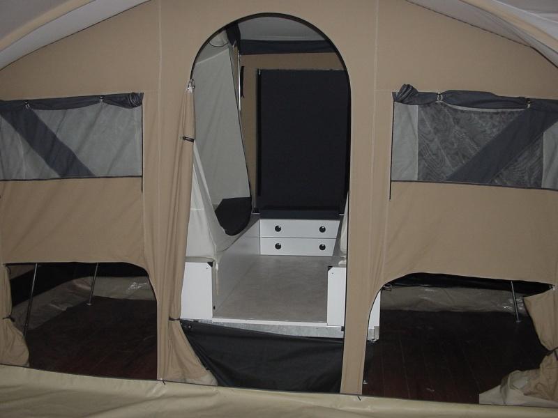 Exposition tentes et pliantes chez latour Mercur12
