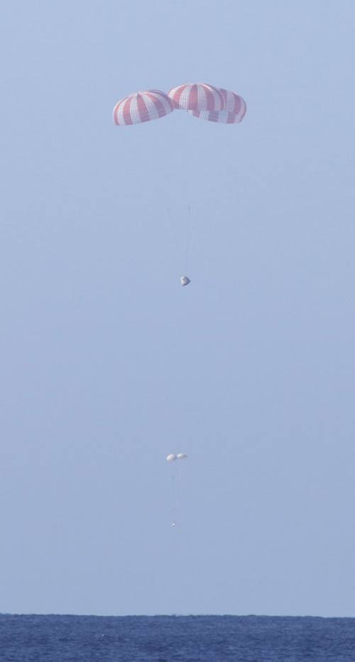 Falcon 9 / Dragon (vol COTS 1) (08/12/2010) - Page 6 Chutes10