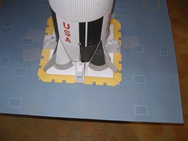 Saturn5 au 1/48 en papier - Page 2 P1010310