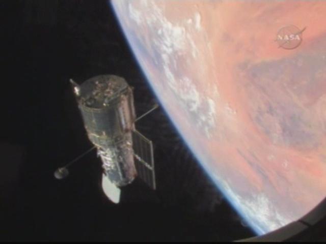 [STS-125] Atlantis : la mission - Page 10 Vlcsna10