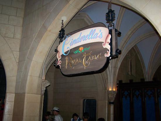 Magic Kingdom - Walt Disney World  - Page 2 Cinder19