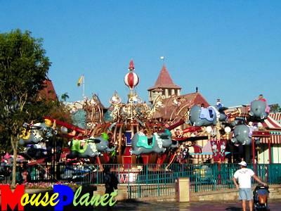 Magic Kingdom - Walt Disney World  - Page 2 Dumbo_10