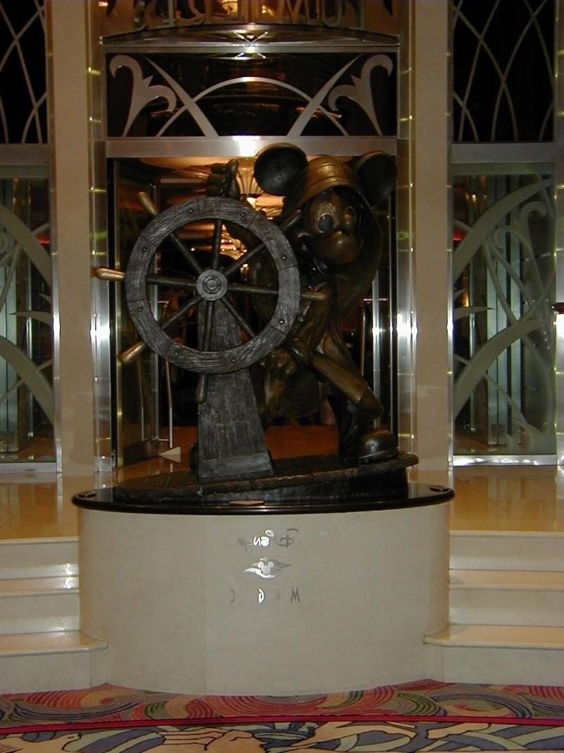 Disney Cruise Line,  Les Croisières  Disney Helmsm10