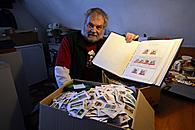 Büdericher hilft mit Briefmarken 23090910