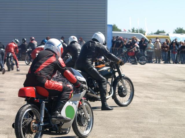 PHOTOS DES COUPES MOTO LEGENDE 2009 - Page 2 P5303910
