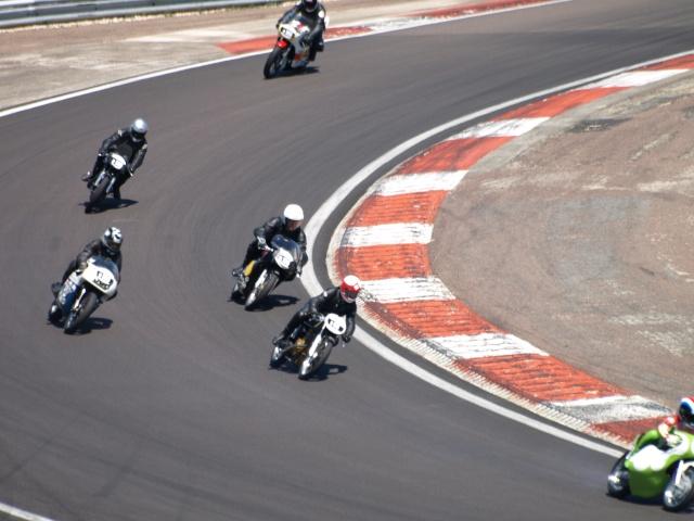 PHOTOS DES COUPES MOTO LEGENDE 2009 - Page 2 P5304012