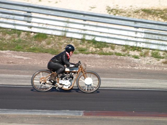 PHOTOS DES COUPES MOTO LEGENDE 2009 - Page 2 P5304112