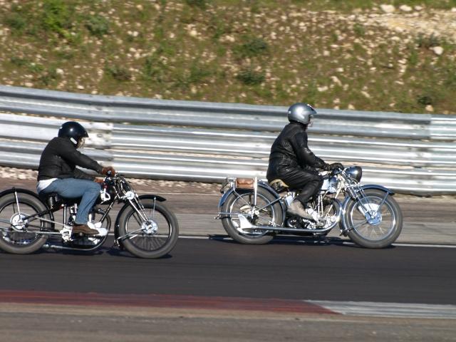 PHOTOS DES COUPES MOTO LEGENDE 2009 - Page 2 P5304113