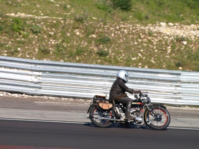 PHOTOS DES COUPES MOTO LEGENDE 2009 - Page 2 P5304210