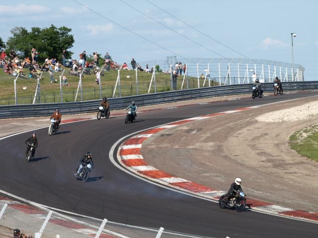 PHOTOS DES COUPES MOTO LEGENDE 2009 - Page 2 P5304211