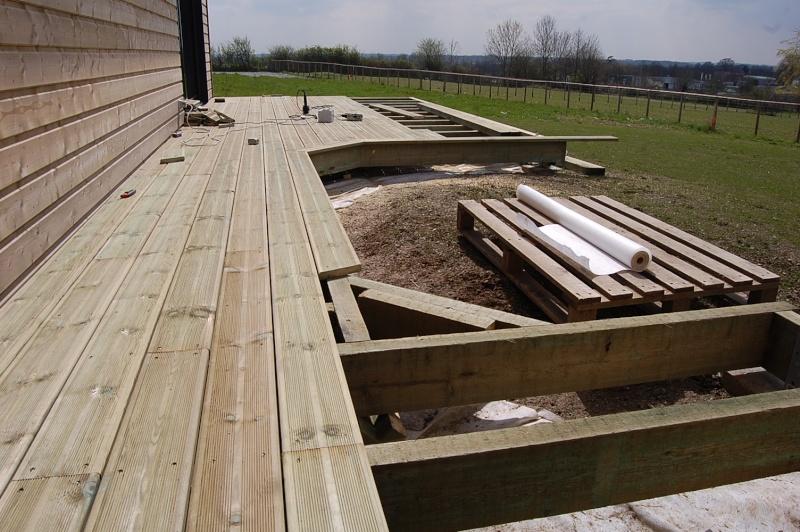 fabrication d'une terrasse en bois sur piloties+ déco 08_04_11