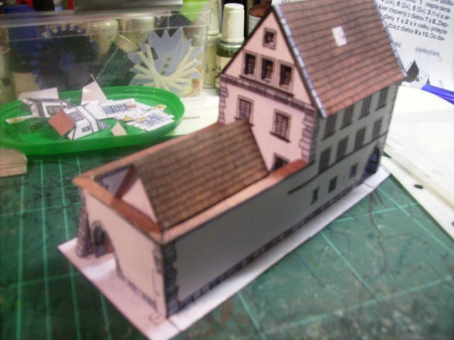 Rathaustum mit Haeuserzeile-Prag Hahol414