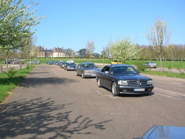 Dimanche 18 avril 2010 : Rencontre Mercedes W 126 proposée par le Club Mercedes Benz de France - Page 3 Dscn4245