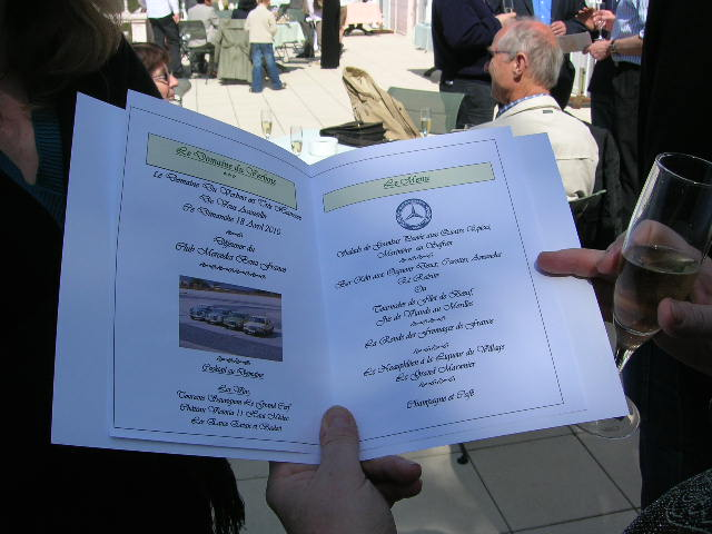 Dimanche 18 avril 2010 : Rencontre Mercedes W 126 proposée par le Club Mercedes Benz de France - Page 3 Dscn4252