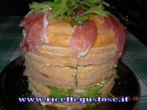 Panettone gastronomico (salato), ricetta fotografata su www.ricettegustose.it Panett10