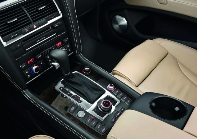 2010 Audi Q7 Facelift Revealed 39940710