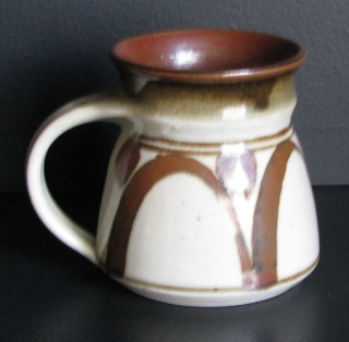 Lovely mug with iron oxide decoration was made by Simon Young. Myster15
